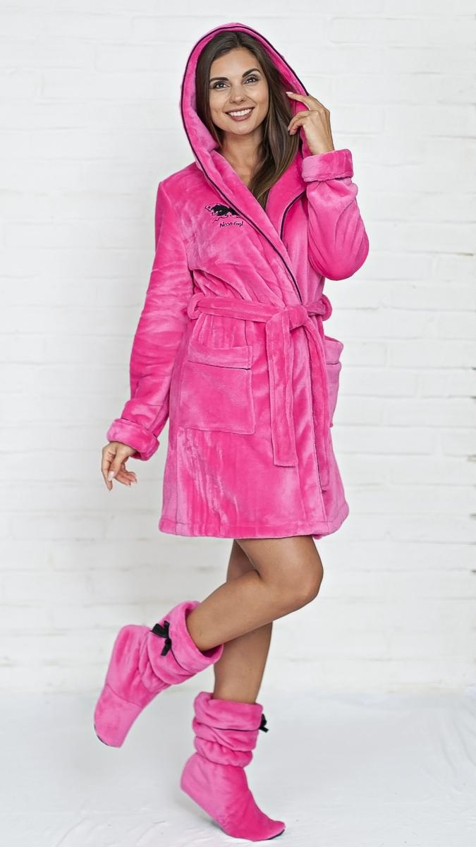 Фото женщина в розовом халатике 24 фотография